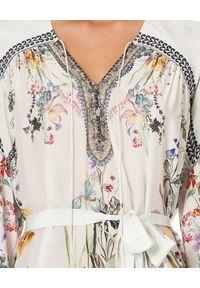 Camilla - CAMILLA - Jedwabna sukienka True Romance. Kolor: czarny. Materiał: jedwab. Wzór: kwiaty, aplikacja, geometria, nadruk. Typ sukienki: asymetryczne. Długość: midi