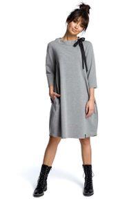 MOE - Szara Luźna Sukienka z Wiązaniem przy Dekolcie. Kolor: szary. Materiał: bawełna, elastan