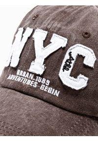 Ombre Clothing - Czapka męska z daszkiem H062 - brązowa - uniwersalny. Kolor: brązowy. Materiał: bawełna