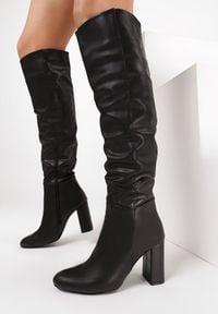 Born2be - Czarne Kozaki Aravalur. Wysokość cholewki: przed kolano. Nosek buta: okrągły. Zapięcie: zamek. Kolor: czarny. Szerokość cholewki: normalna. Obcas: na słupku. Styl: wizytowy, elegancki
