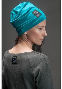 Turkusowa czapka Hultaj Polski w kolorowe wzory, na lato