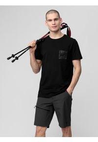 4f - T-shirt męski. Kolor: czarny. Materiał: dzianina, bawełna. Wzór: nadruk