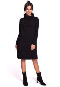 Czarna sukienka rozkloszowana MOE