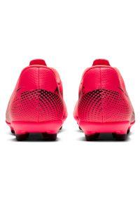 Buty piłkarskie korki dla dzieci Nike Mercurial Vapor 13 Club MG AT8161. Materiał: syntetyk, skóra. Szerokość cholewki: normalna. Sport: piłka nożna