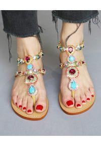 MYSTIQUE SHOES - Sandały z kryształami Palermo. Kolor: niebieski. Materiał: materiał. Wzór: aplikacja. Sezon: lato. Styl: elegancki