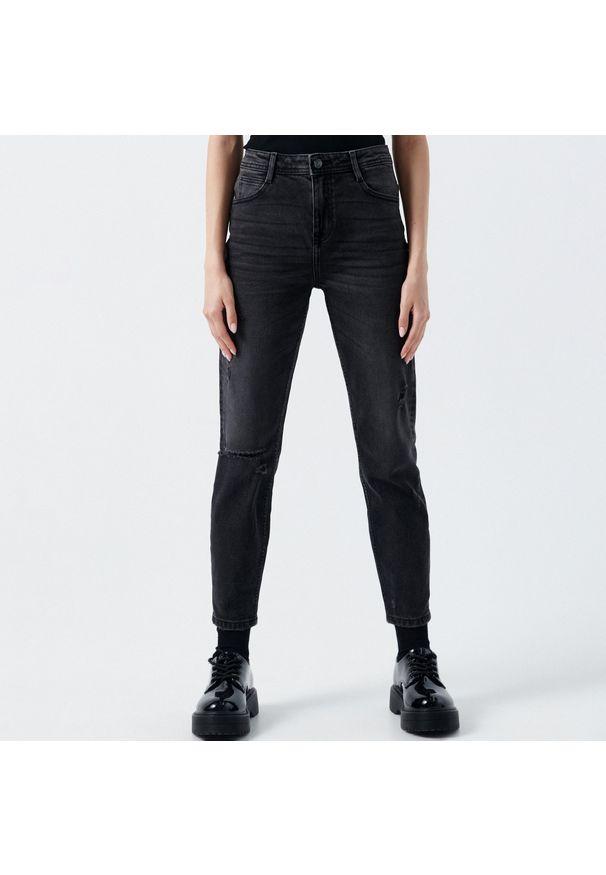 Cropp - Jeansy slim z przetarciami - Czarny. Kolor: czarny