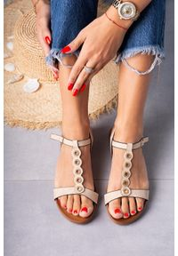 Casu - Beżowe sandały płaskie z paskiem przez środek i cyrkoniami casu k19x10/be. Zapięcie: pasek. Kolor: beżowy