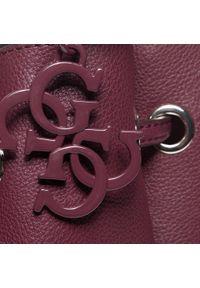 Czerwona torebka worek Guess w geometryczne wzory