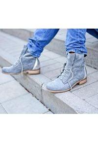 Zapato - dziurkowane botki na płaskiej podeszwie - skóra naturalna - model 460 - kolor grafitowy. Kolor: szary. Materiał: skóra. Obcas: na płaskiej podeszwie