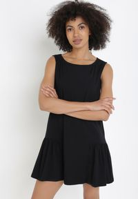 Born2be - Czarna Sukienka Iasixie. Typ kołnierza: kołnierz z falbankami. Kolor: czarny. Materiał: dzianina. Długość rękawa: na ramiączkach. Typ sukienki: trapezowe. Długość: mini