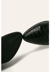 Czarne botki ANSWEAR na zamek, z cholewką