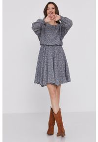 Answear Lab - Sukienka. Kolor: niebieski. Materiał: tkanina. Typ sukienki: rozkloszowane. Styl: wakacyjny