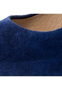 Niebieskie półbuty na koturnie Oleksy z cholewką, w kwiaty