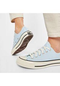 Niebieskie trampki Converse z cholewką, z aplikacjami
