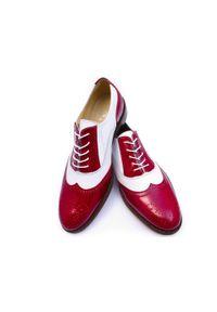 Modini - Czerwono-białe obuwie męskie - spektatory, caponki T98. Kolor: biały, wielokolorowy, czerwony. Materiał: skóra, lakier. Styl: wizytowy, klasyczny