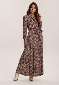 Renee - Czarno-Różowa Sukienka Adreabel. Kolor: czarny. Wzór: kwiaty. Typ sukienki: koszulowe. Długość: maxi
