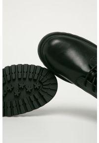 Czarne botki s.Oliver z okrągłym noskiem, na zamek, z cholewką