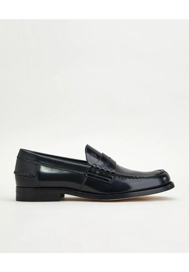 TOD'S - Czarne skórzane loafery. Kolor: czarny. Materiał: skóra. Wzór: aplikacja. Obcas: na obcasie. Wysokość obcasa: niski