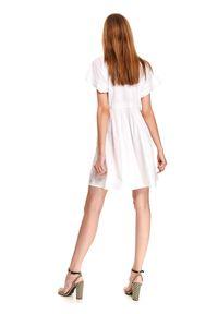 Biała sukienka TOP SECRET w koronkowe wzory, koszulowa