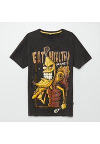 Szary t-shirt Cropp z nadrukiem