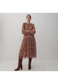 Reserved - Wzorzysta sukienka - Bordowy. Kolor: czerwony