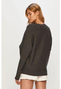 Szary sweter Noisy may długi, z okrągłym kołnierzem, z długim rękawem