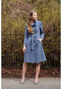 Marie Zélie - Trencz Adria bawełna z elastanem szarobłękitny. Kolor: niebieski. Materiał: bawełna, elastan. Sezon: lato. Styl: klasyczny #7