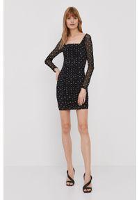 Guess - Sukienka. Kolor: czarny. Materiał: dzianina. Długość rękawa: długi rękaw. Typ sukienki: dopasowane