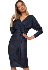 MOE - Elegancka kopertowa ołówkowa sukienka z nadrukiem. Materiał: dzianina, materiał, elastan. Wzór: nadruk. Typ sukienki: kopertowe, ołówkowe. Styl: elegancki. Długość: midi