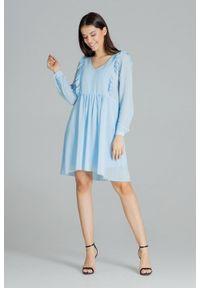 Lenitif - Swobodna szyfonowa sukienka z pionowymi falbanami niebieska. Typ kołnierza: dekolt w serek. Kolor: niebieski. Materiał: szyfon. Długość: midi