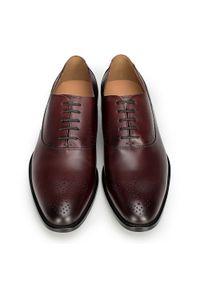 Czerwone buty wizytowe Wittchen na wiosnę, z aplikacjami