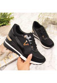 POTOCKI - Sneakersy na koturnie czarne Potocki. Okazja: na co dzień. Kolor: czarny. Materiał: skóra ekologiczna. Obcas: na koturnie. Styl: sportowy, casual