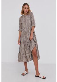 Answear Lab - Sukienka. Kolor: beżowy. Materiał: dzianina. Typ sukienki: rozkloszowane. Styl: wakacyjny