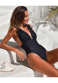 CAHA CAPO - Czarny strój jednoczęściowy Elle. Stan: podwyższony. Kolor: czarny. Materiał: materiał
