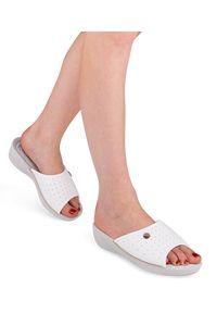 Białe klapki Inblu w kolorowe wzory