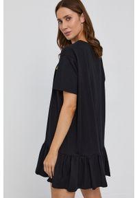 TwinSet - Twinset - Sukienka. Okazja: na co dzień. Kolor: czarny. Materiał: dzianina. Długość rękawa: krótki rękaw. Wzór: nadruk. Typ sukienki: proste. Styl: casual