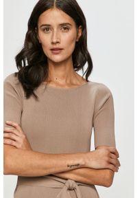 Sukienka Guess gładkie, prosta, mini, z krótkim rękawem