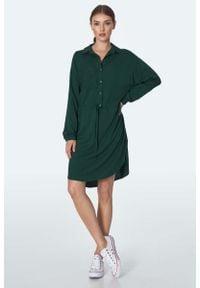 Nife - Koszulowa Sukienka z Troczkami w Pasie - Zielona. Kolor: zielony. Materiał: wiskoza. Typ sukienki: koszulowe