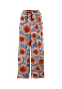 Born2be - Niebiesko-Czerwone Spodnie Elitea. Stan: podwyższony. Kolor: niebieski. Długość: długie. Wzór: paski. Sezon: lato, wiosna