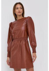 Silvian Heach - Sukienka. Kolor: brązowy. Długość rękawa: długi rękaw. Typ sukienki: rozkloszowane