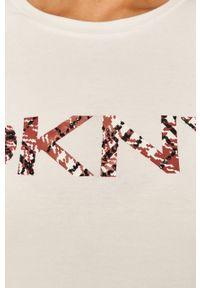 Biała bluzka DKNY na co dzień, z nadrukiem