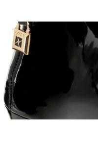 Czarne półbuty Carinii eleganckie, z cholewką, z aplikacjami, na szpilce