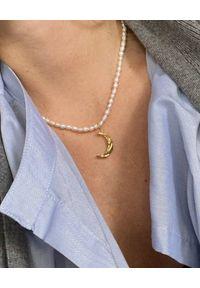 HERMINA ATHENS - Naszyjnik z perłami Melies Moon. Materiał: pozłacane. Kolor: biały. Kamień szlachetny: perła