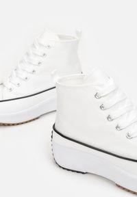 Born2be - Białe Trampki Dispova. Wysokość cholewki: za kostkę. Nosek buta: okrągły. Kolor: biały. Materiał: materiał. Szerokość cholewki: normalna. Obcas: na platformie