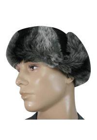 Czarna czapka na zimę