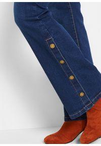 Dżinsy ze stretchem BOOTCUT z plisą guzikową bonprix niebieski. Kolor: niebieski