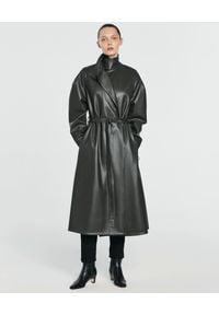 ANIA KUCZYŃSKA - Skórzany płaszcz z wiązaniem Stella. Kolor: czarny. Styl: elegancki