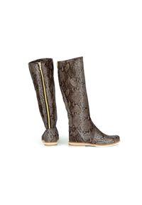 Zapato - kozaki - skóra naturalna - model 127 - kolor wąż. Wysokość cholewki: przed kolano. Nosek buta: okrągły. Zapięcie: zamek. Materiał: skóra. Szerokość cholewki: normalna. Wzór: moro, aplikacja. Sezon: lato, jesień, wiosna, zima. Styl: sportowy, klasyczny, militarny #3