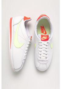 Białe buty sportowe Nike Sportswear z cholewką, z okrągłym noskiem, Nike Cortez, na obcasie