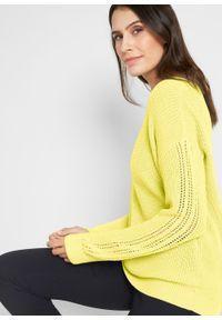 Sweter z dekoltem w łódkę i ażurowym wzorem w rękawach bonprix jasna limonka. Kolor: żółty. Materiał: bawełna, akryl, materiał. Długość rękawa: długi rękaw. Długość: długie. Wzór: ażurowy